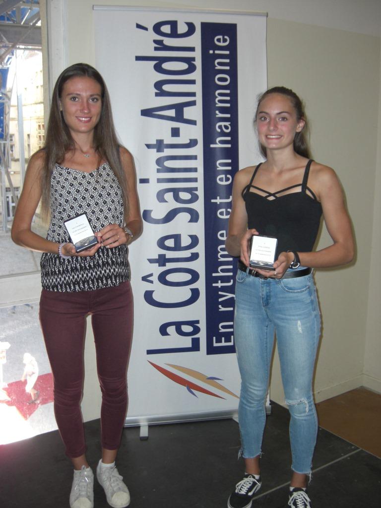 Léna et Emilie ont reçu la médaille de la Ville
